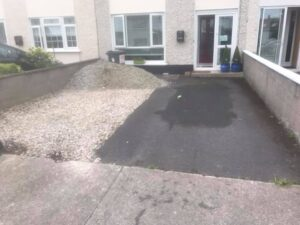 Gravel driveway with footpath 1