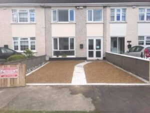 Gravel driveway with footpath 2