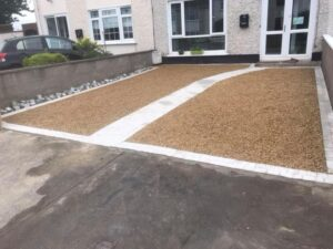 Gravel driveway with footpath 3