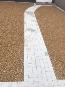 Gravel driveway with footpath 4